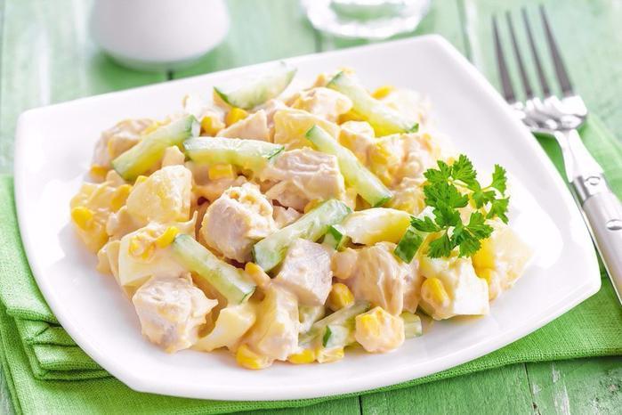 Салат простой с кукурузой и курицей