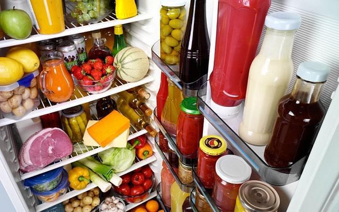 Губы глаза, картинка холодильника с продуктами
